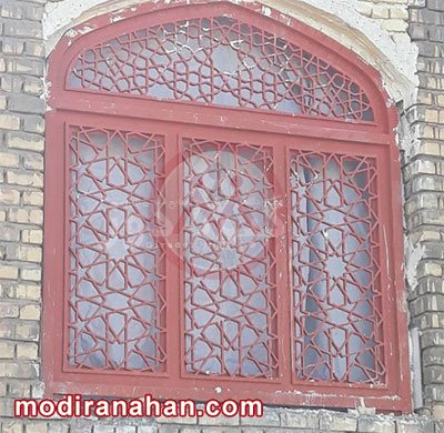 پنجره آهنی قدیمی